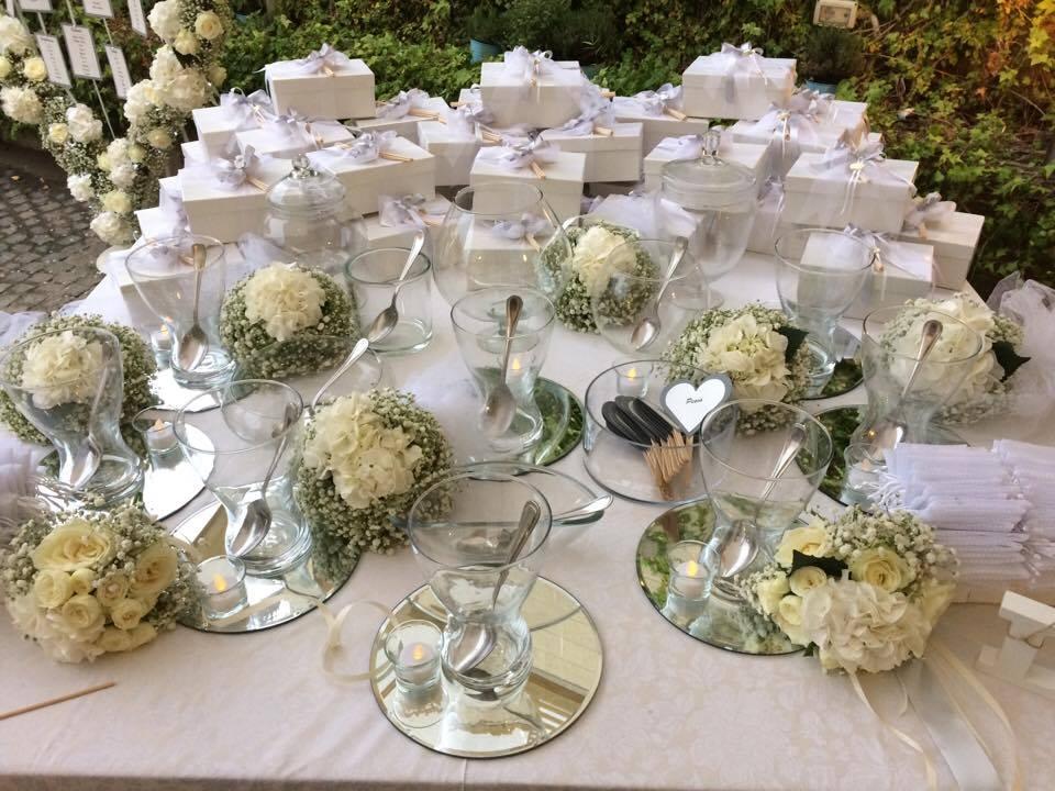 confettata in riva al mare elegante bianca total white tema amore wedding  planner aiuto