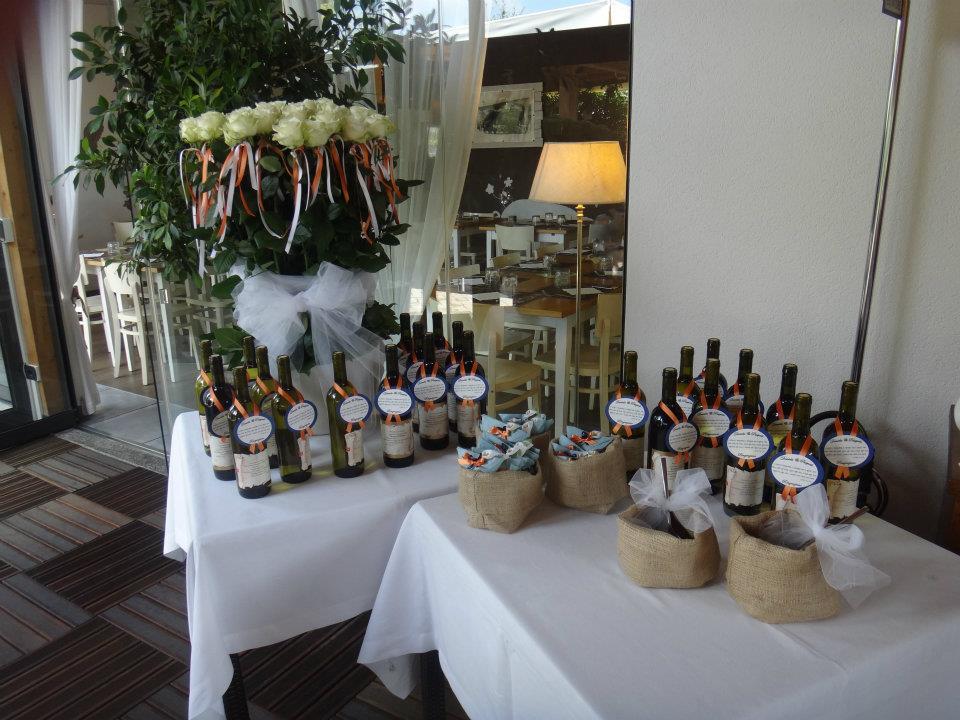 matrimonio arancione e blu tema classico bomboniera vino