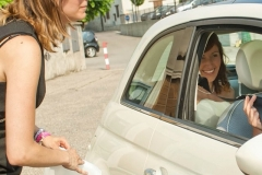 aiuto colorato di pink arrivo della sposa macchina 500 wedding planner