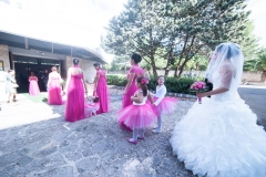 entrata della sposa corteo con damigelle abiti fucsia tema fucsia