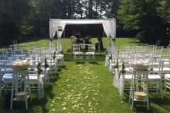 matrimonio all'americana in campagna su prato con sedie chiavarine wedding planner