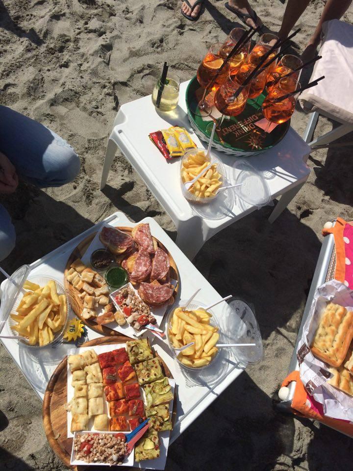 aperitivo-sulla-spiaggia-wedding-planner-milano