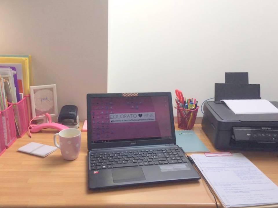 fotto ufficio colorato di pink