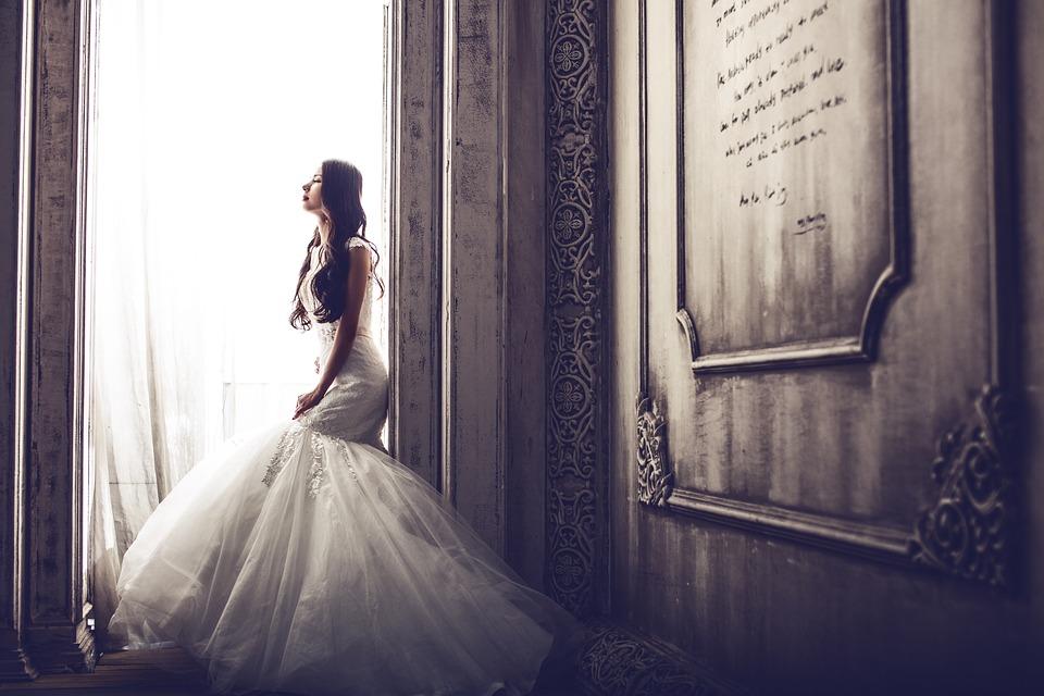 Con chi andare alla prova dell'abito da sposa?