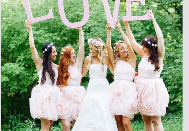 Affidare il coordinamento del matrimonio alle tue amiche potrebbe essere la peggiore idea della tua vita