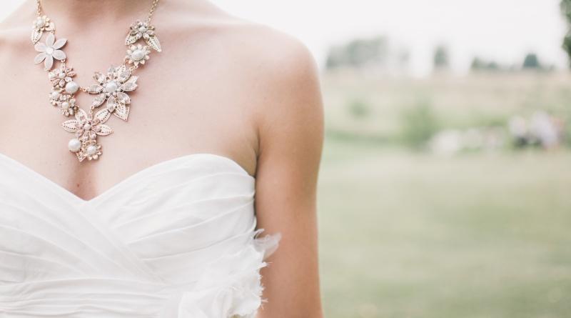 Conviene acquistare l'abito da sposa on line?
