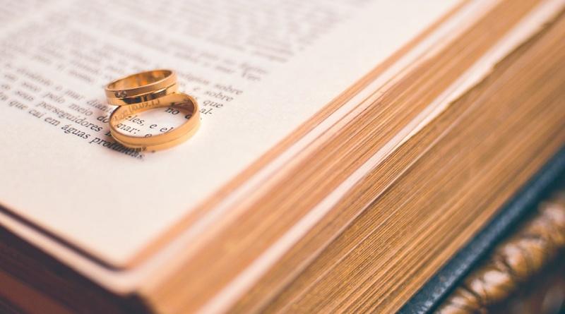 Tutto quello che volevi sapere sulle partecipazioni di matrimonio: come scriverle, come consegnarle, cosa indicare.