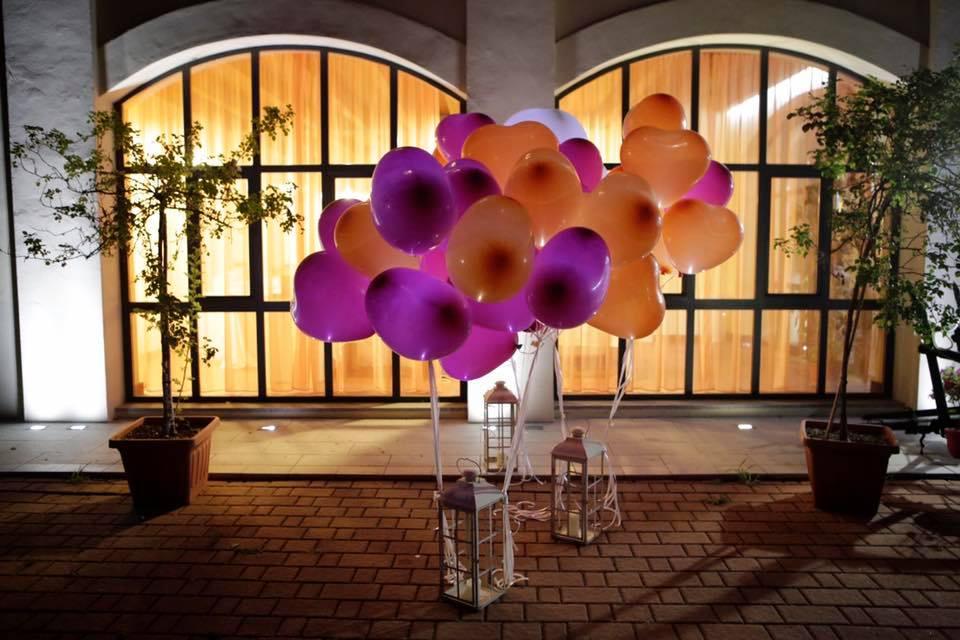 lancio dei palloncini luminosi