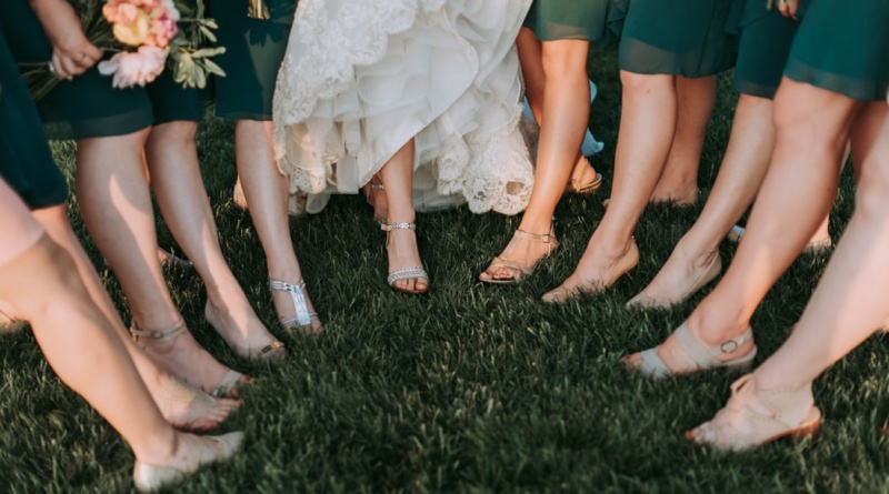 damigella adulta al matrimonio
