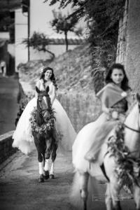 arrivo a cavallo della sposa