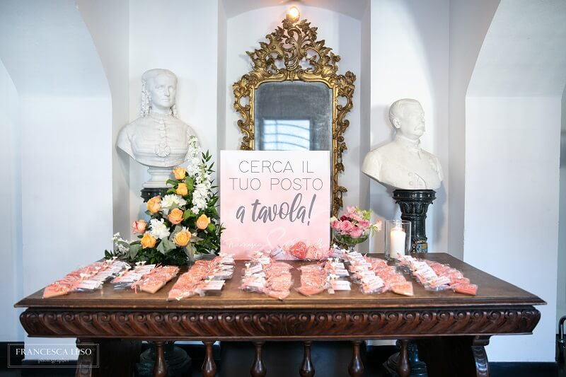 escort card living coral