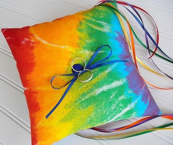 cuscino porta fedi per matrimonio a tema arcobaleno rainbow wedding