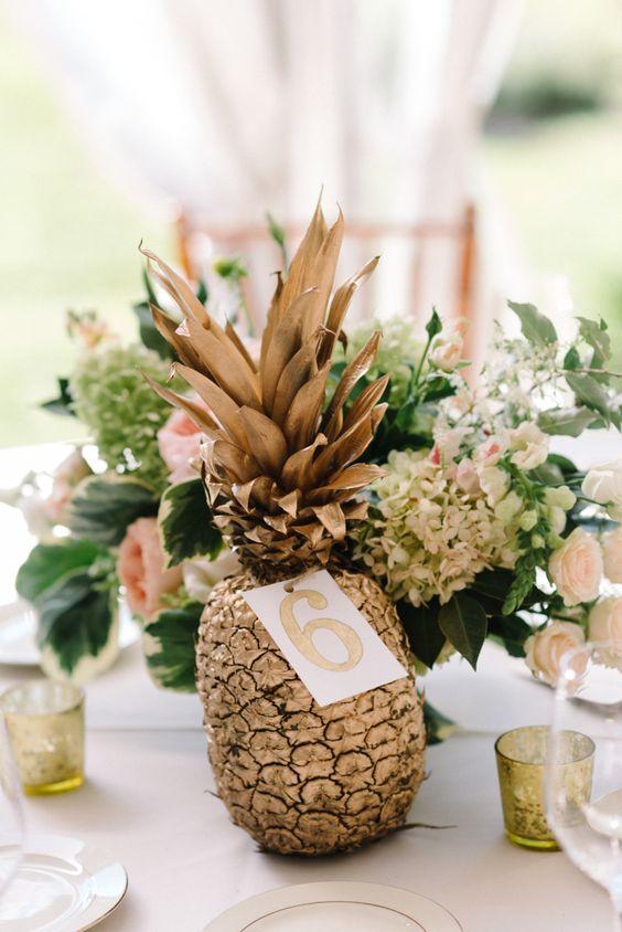 ananas centrotavola per matrimonio tropicale hawaii