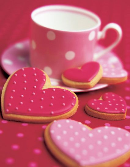 colazione e biscotti con glassa rosa