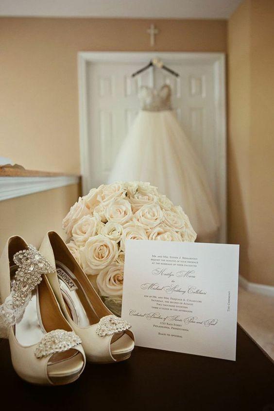 foto dell'abito da sposa appeso