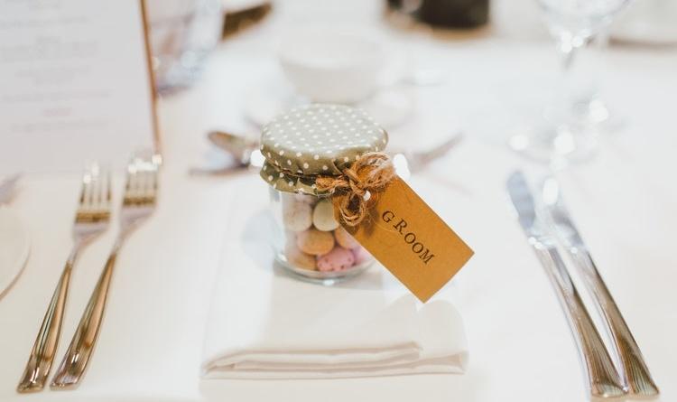 Bomboniere Matrimonio Quanto Spendere.Hai Gia Pensato A Quando Consegnare La Bomboniera Colorato Di Pink