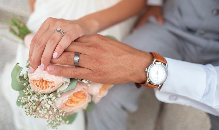 Matrimonio Simbolico Rito Della Luce : Celebrante per matrimonio simbolico a lissone kijiji annunci di