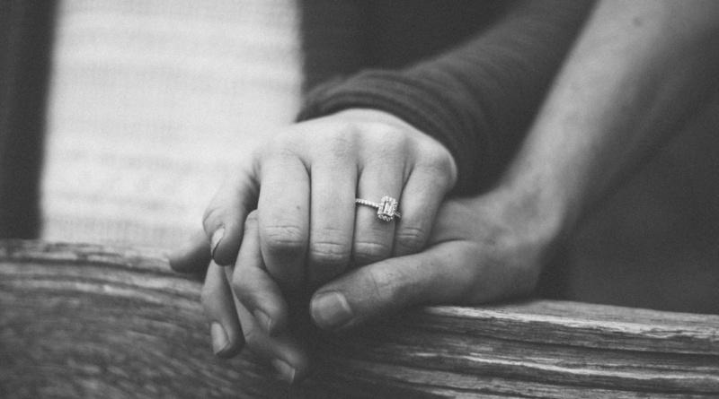 Proposta di matrimonio e anello di fidanzamento – tutto quello che c'è da sapere