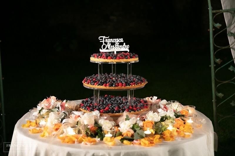 torta a piani con cake topper